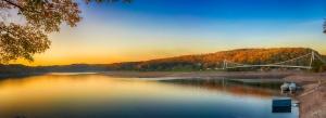 Podzimní krajina u vody