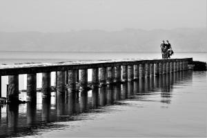 turisté u jezera Ohrid