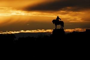 Jan Žižka obdivuje západ slunce