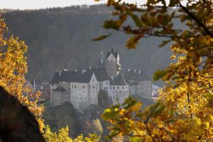 Podzimní hrad Loket